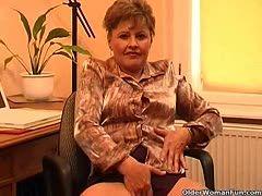 Reife Frau der Masturbation vor der Kamera