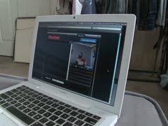 Scharfes Luder fickt sich gerne vor der Webcam