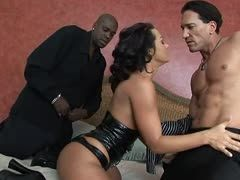 Rough Gangbang mit Sandra Romain