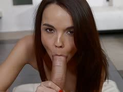 Teengirl Dillion Harper beim Pov Blowjob