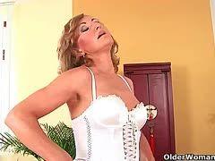 Reife Frauen strippen Videos